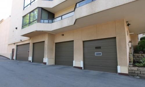 2 Lancaster St, Kitchener exterior parking